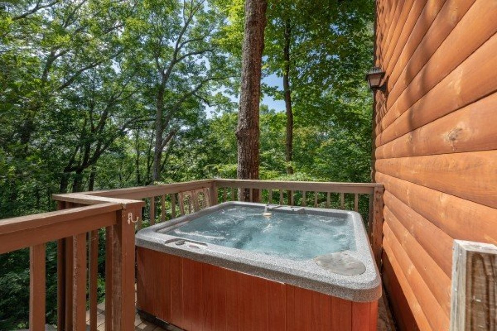 Photo of a Pigeon Forge Cabin named Bear Necessities - This is the twenty-first photo in the set.