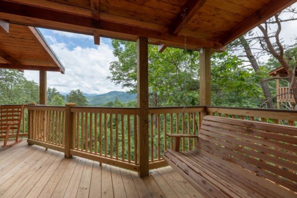 Photo of a Sevierville Cabin named Sawmill Springs - This is the thirty-second photo in the set.