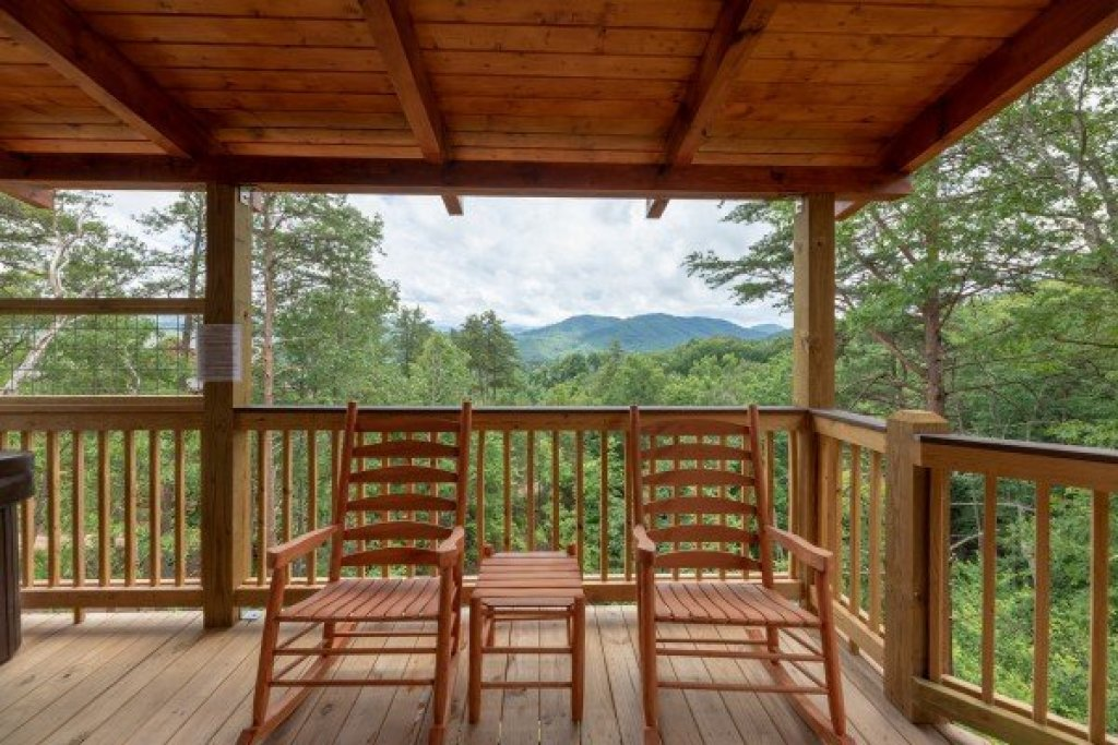 Photo of a Sevierville Cabin named Sawmill Springs - This is the thirty-third photo in the set.