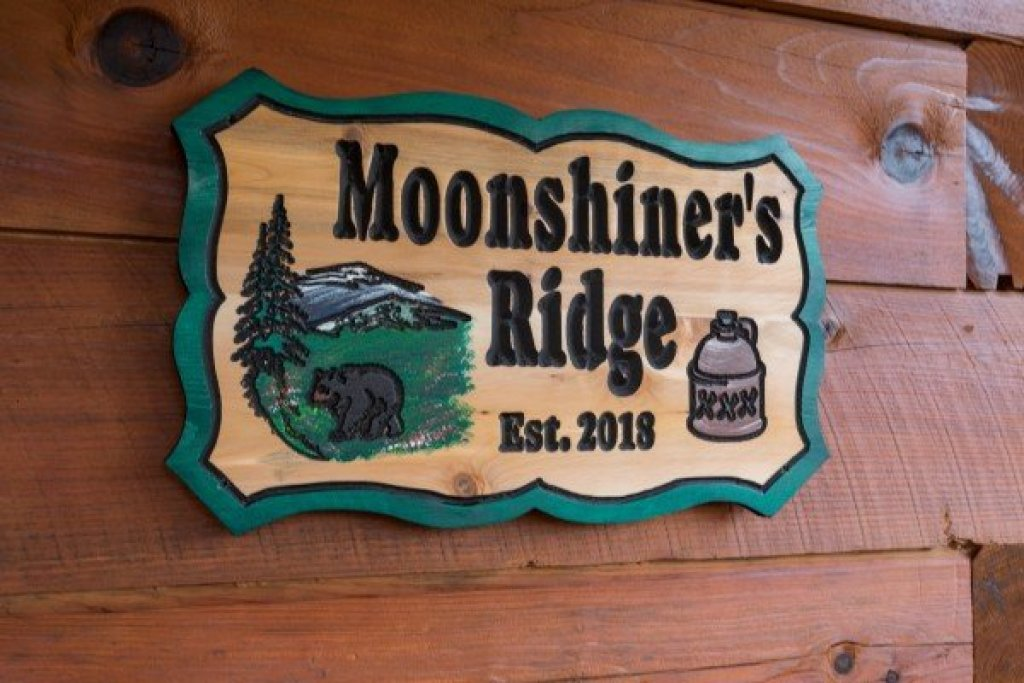 Photo of a Pigeon Forge Cabin named Moonshiner's Ridge - This is the second photo in the set.