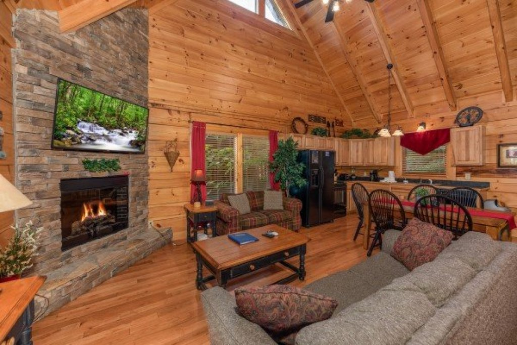 Photo of a Sevierville Cabin named Little Chateau - This is the second photo in the set.