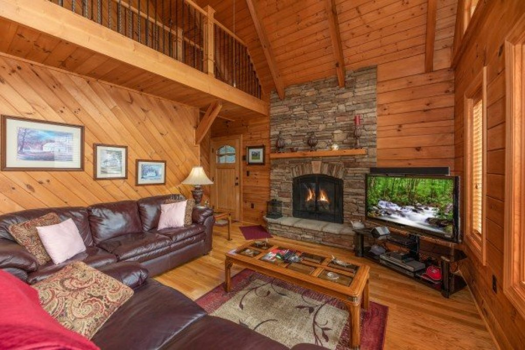 Photo of a Sevierville Cabin named Mountain Lake Getaway - This is the second photo in the set.