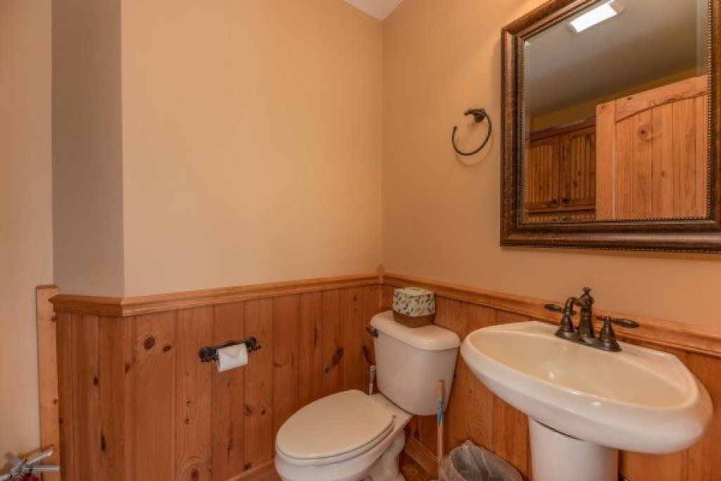 Photo of a Sevierville Cabin named Mountain Lake Getaway - This is the eighth photo in the set.