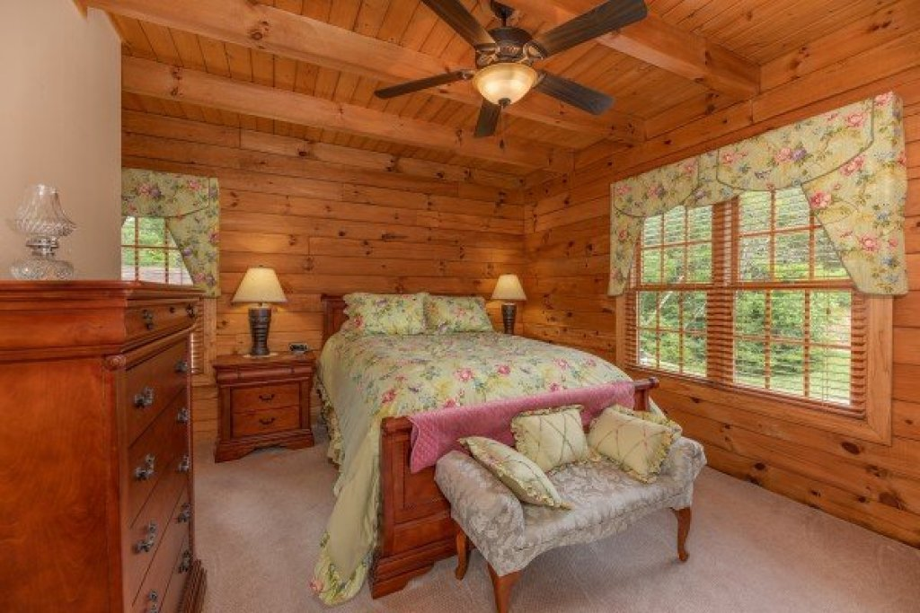 Photo of a Sevierville Cabin named Mountain Lake Getaway - This is the ninth photo in the set.