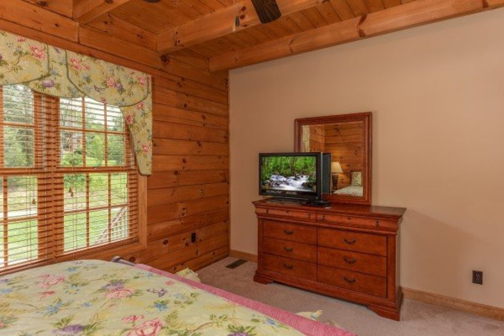 Photo of a Sevierville Cabin named Mountain Lake Getaway - This is the tenth photo in the set.