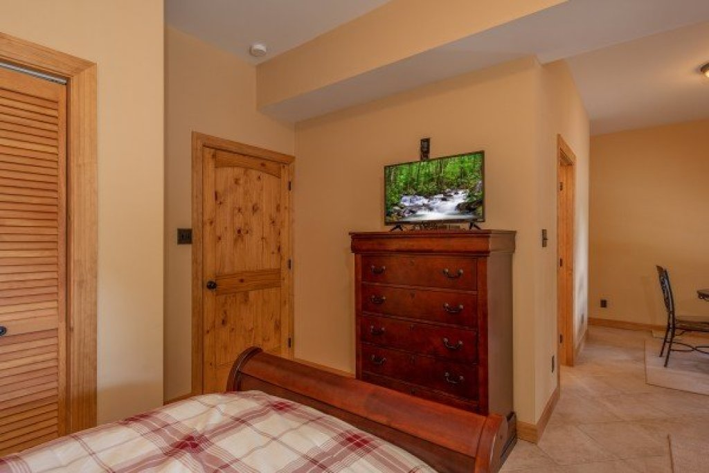 Photo of a Sevierville Cabin named Mountain Lake Getaway - This is the seventeenth photo in the set.