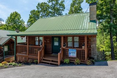 2 Bedroom, 2 Bath Luxury Cabin For 6. Easy To Access In A Resort Near Town!