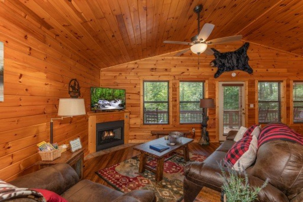 Photo of a Pigeon Forge Cabin named Roaring Bear Lodge - This is the second photo in the set.