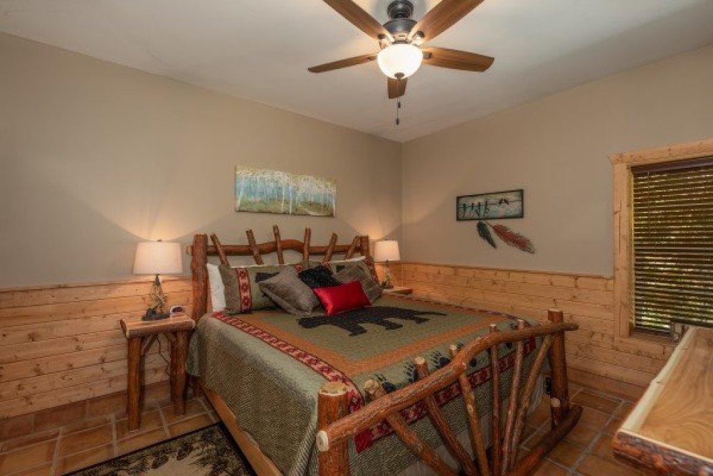 Photo of a Pigeon Forge Cabin named Roaring Bear Lodge - This is the twenty-first photo in the set.