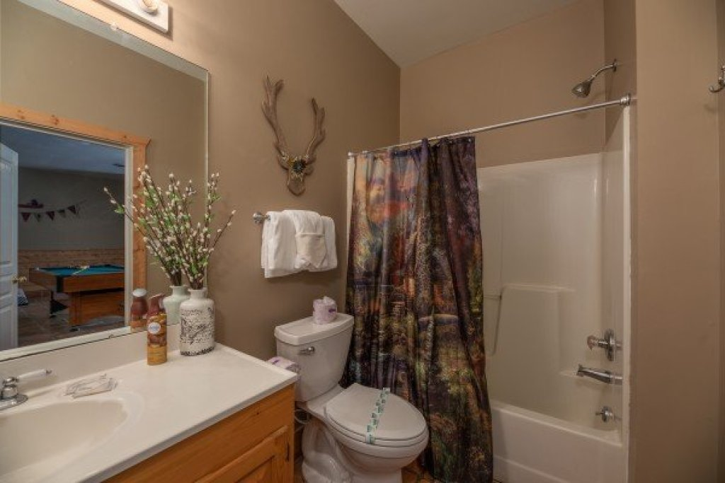 Photo of a Pigeon Forge Cabin named Roaring Bear Lodge - This is the twentieth photo in the set.