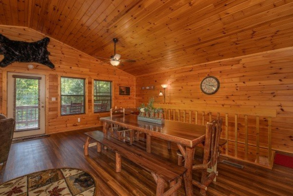 Photo of a Pigeon Forge Cabin named Roaring Bear Lodge - This is the fifth photo in the set.