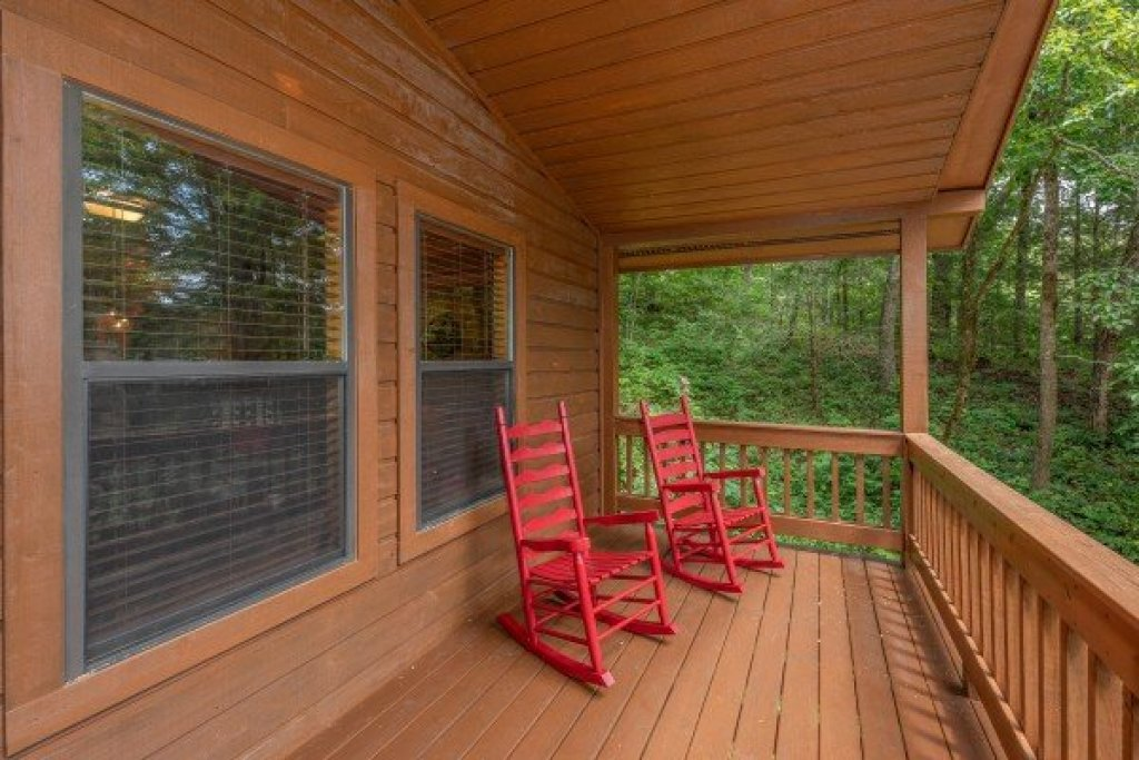 Photo of a Pigeon Forge Cabin named Roaring Bear Lodge - This is the twenty-third photo in the set.