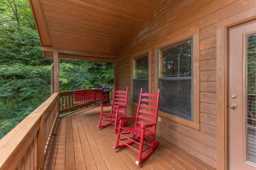 Photo of a Pigeon Forge Cabin named Roaring Bear Lodge - This is the twenty-fourth photo in the set.