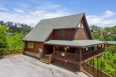 A 2 Bedroom, 2 Bath Deluxe Cabin For 8 Located In Bear Creek Crossing.