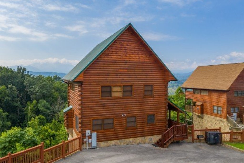 Photo of a Pigeon Forge Cabin named 1 Above The Smokies - This is the first photo in the set.