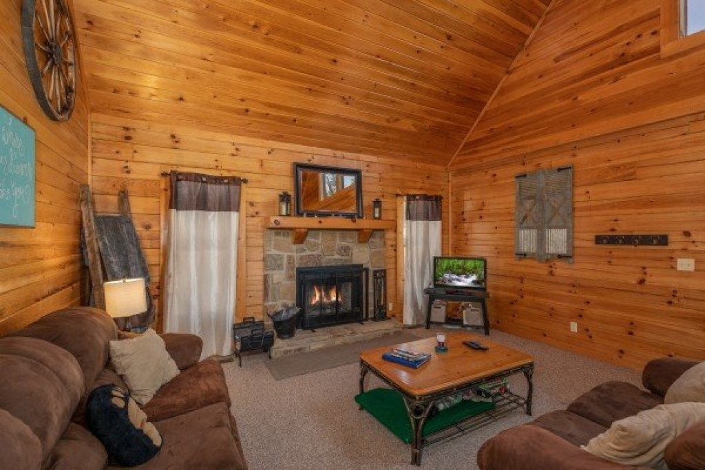Photo of a Sevierville Cabin named Top Of The Way - This is the second photo in the set.