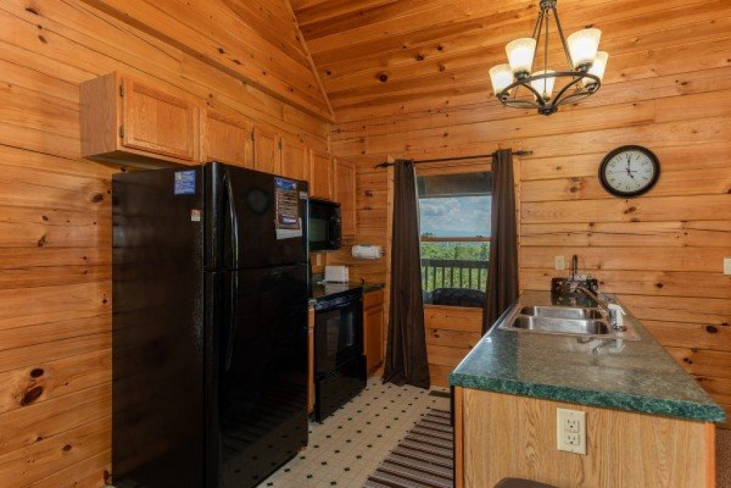 Photo of a Sevierville Cabin named Top Of The Way - This is the fourth photo in the set.