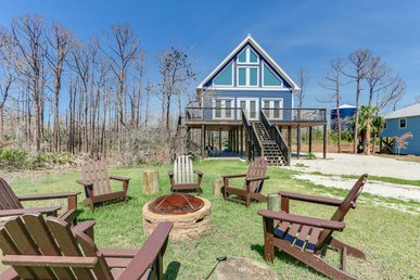 Tranquil Bay-side cabin with fire pit, short walk to beach and ample parking!