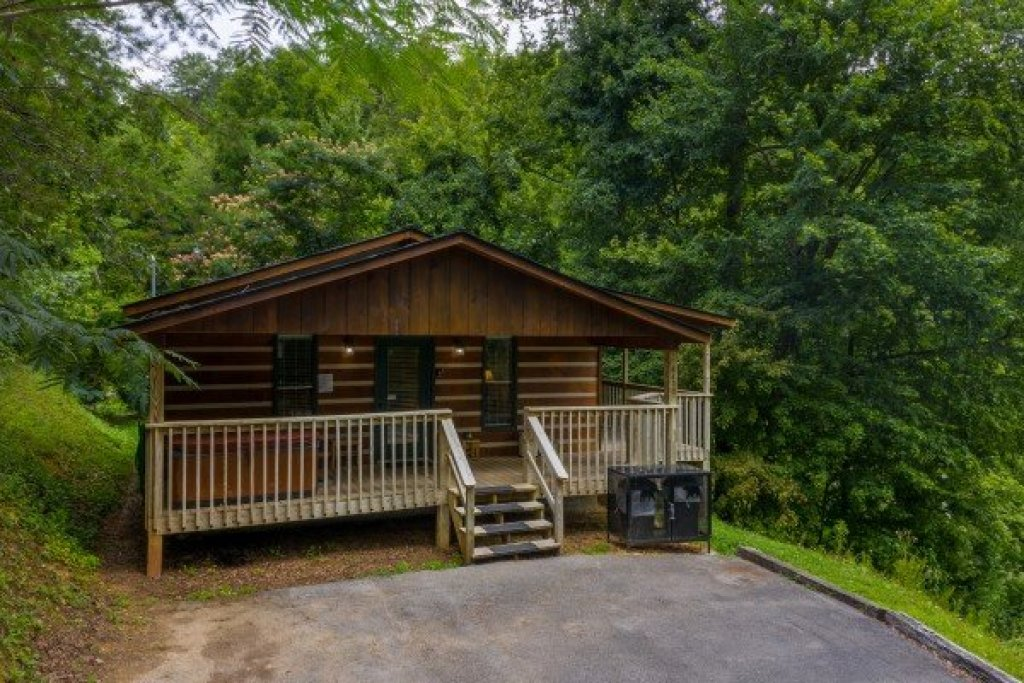 Photo of a Pigeon Forge Cabin named Honey Bear Hideaway - This is the first photo in the set.