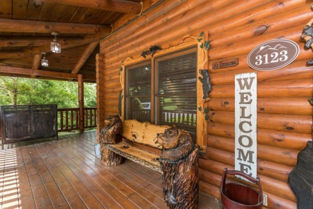 Photo of a Sevierville Cabin named Creekside Lodge - This is the fifth photo in the set.