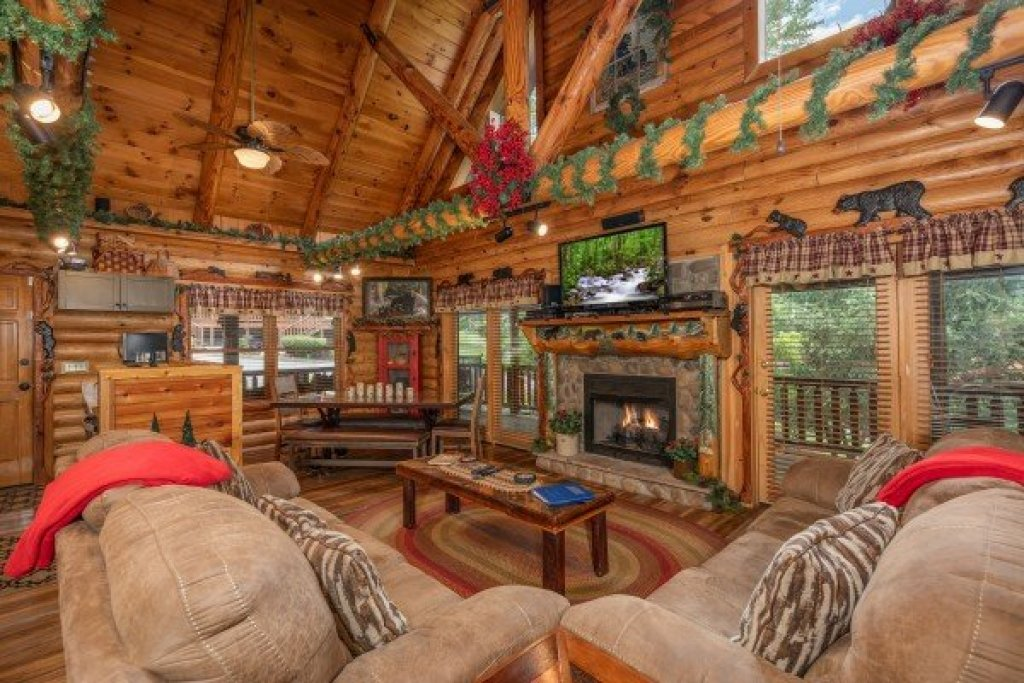 Photo of a Sevierville Cabin named Creekside Lodge - This is the sixth photo in the set.