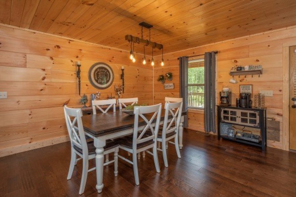Photo of a Sevierville Cabin named Always Dream'n - This is the sixth photo in the set.