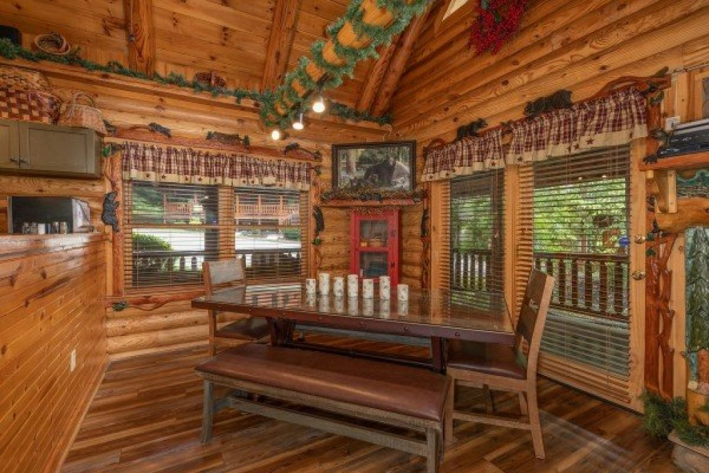 Photo of a Sevierville Cabin named Creekside Lodge - This is the tenth photo in the set.