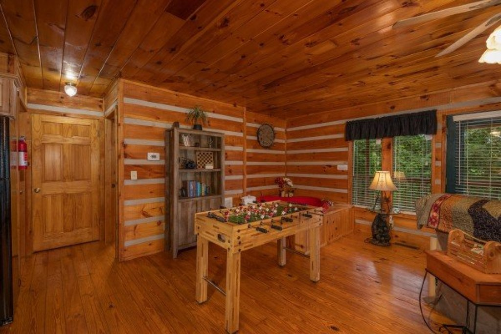 Photo of a Pigeon Forge Cabin named Honey Bear Hideaway - This is the fifth photo in the set.