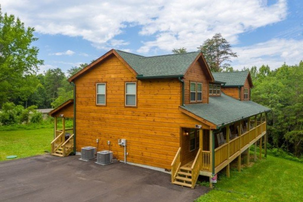 Photo of a Sevierville Cabin named Always Dream'n - This is the first photo in the set.