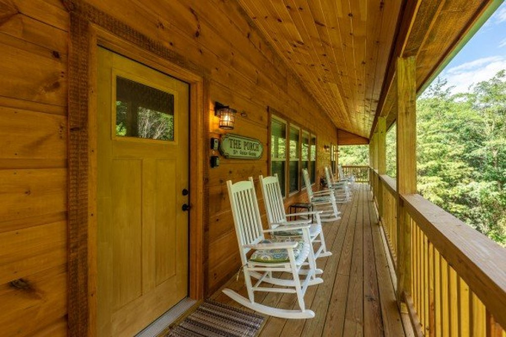 Photo of a Sevierville Cabin named Always Dream'n - This is the third photo in the set.