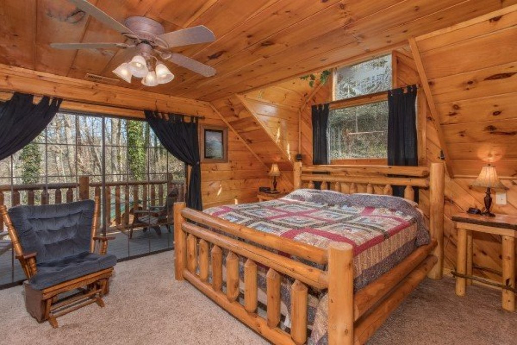 Photo of a Gatlinburg Cabin named Hidden Pleasure - This is the thirteenth photo in the set.