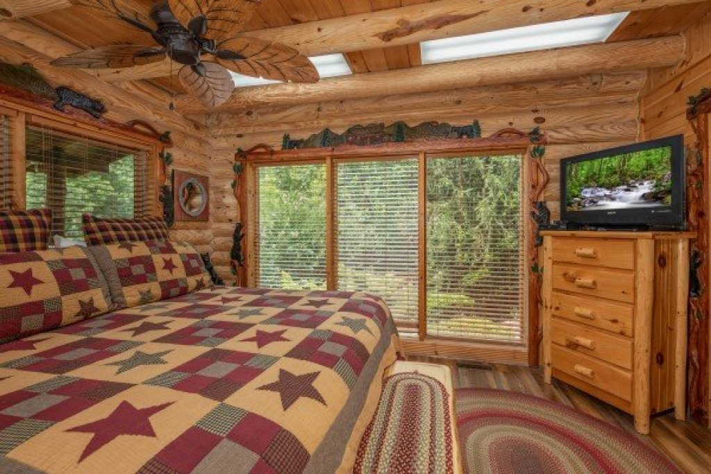 Photo of a Sevierville Cabin named Creekside Lodge - This is the sixteenth photo in the set.