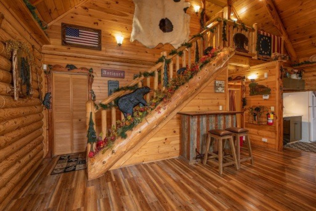 Photo of a Sevierville Cabin named Creekside Lodge - This is the eighteenth photo in the set.