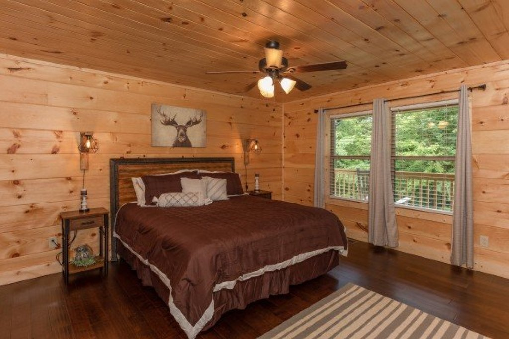 Photo of a Sevierville Cabin named Always Dream'n - This is the eighth photo in the set.