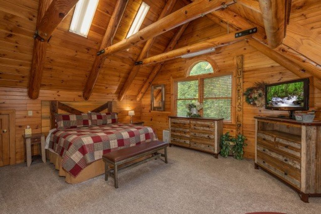Photo of a Sevierville Cabin named Creekside Lodge - This is the nineteenth photo in the set.