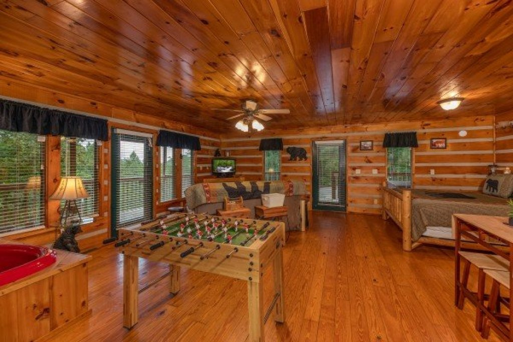 Photo of a Pigeon Forge Cabin named Honey Bear Hideaway - This is the ninth photo in the set.