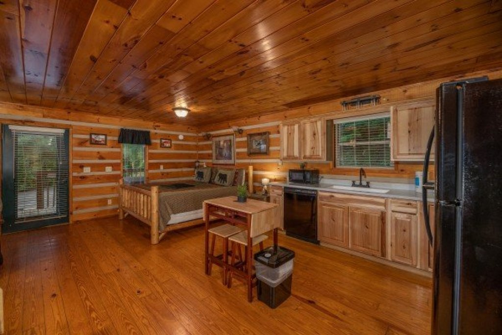 Photo of a Pigeon Forge Cabin named Honey Bear Hideaway - This is the tenth photo in the set.