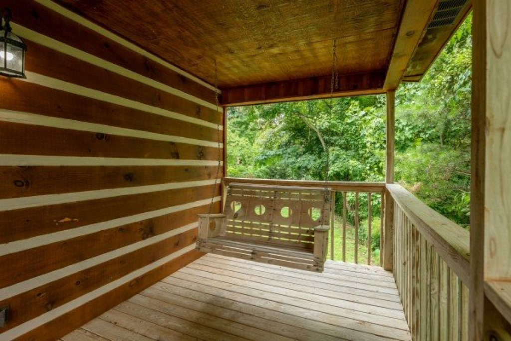 Photo of a Pigeon Forge Cabin named Honey Bear Hideaway - This is the thirteenth photo in the set.