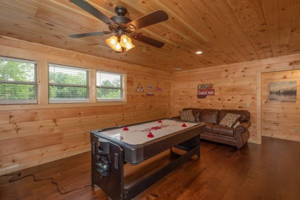 Photo of a Sevierville Cabin named Always Dream'n - This is the twenty-third photo in the set.