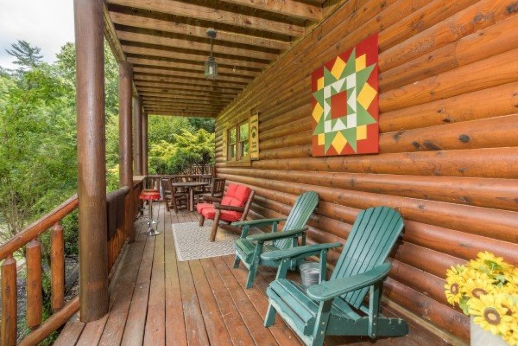 Photo of a Sevierville Cabin named Creekside Lodge - This is the forty-second photo in the set.