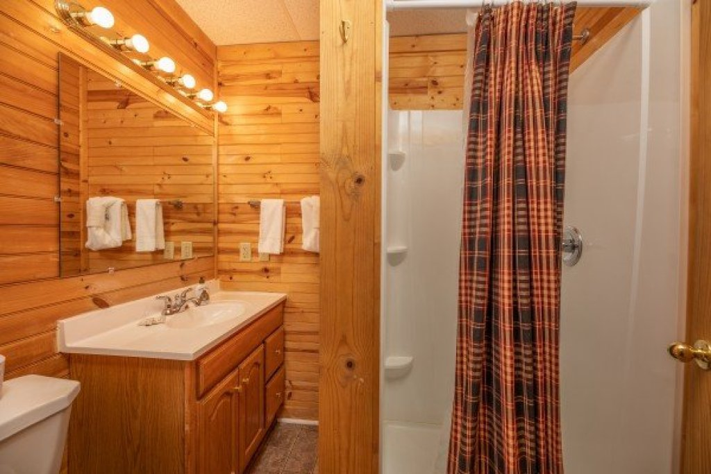 Photo of a Sevierville Cabin named Creekside Lodge - This is the thirty-second photo in the set.