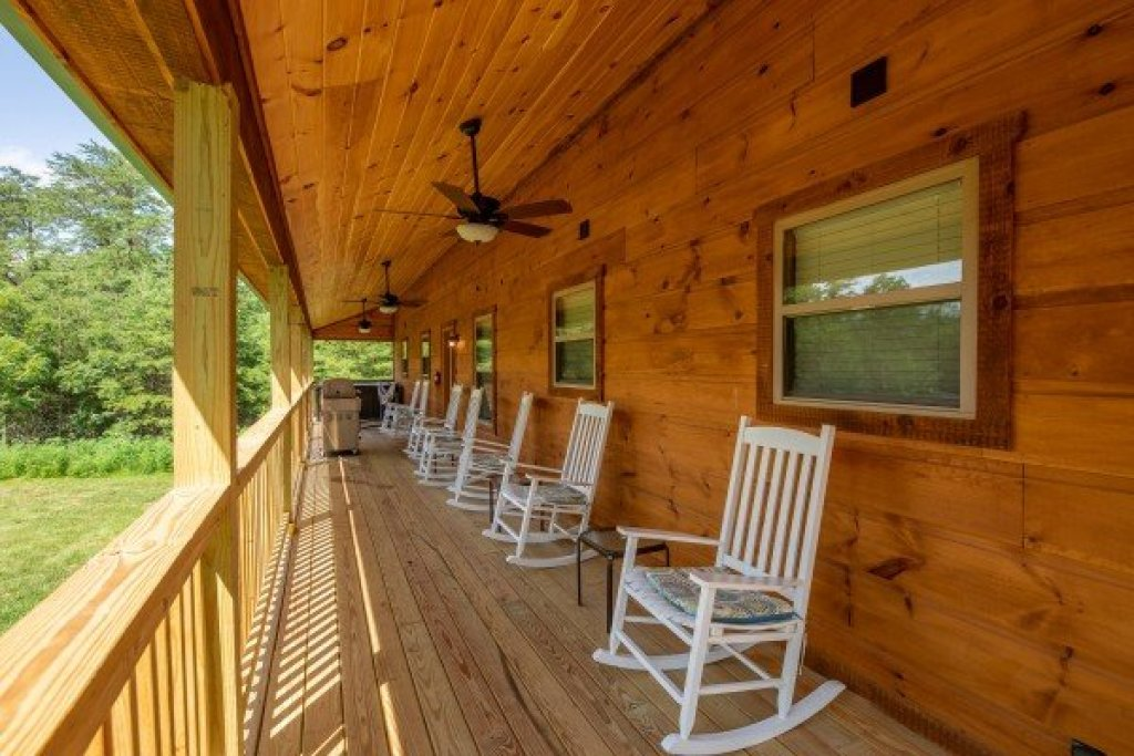 Photo of a Sevierville Cabin named Always Dream'n - This is the sixteenth photo in the set.