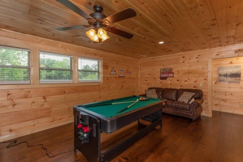 Photo of a Sevierville Cabin named Always Dream'n - This is the twenty-second photo in the set.