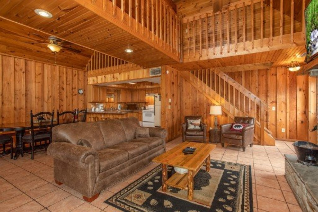 Photo of a Pigeon Forge Cabin named Around The Bend - This is the third photo in the set.
