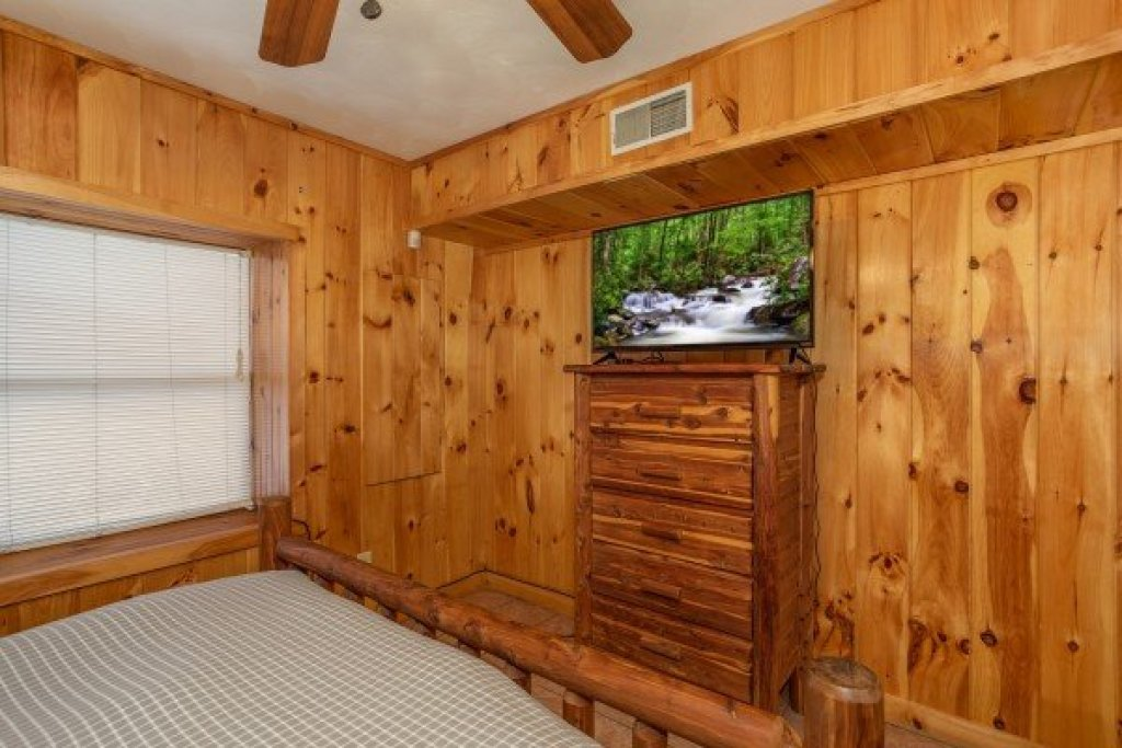 Photo of a Pigeon Forge Cabin named Around The Bend - This is the seventh photo in the set.