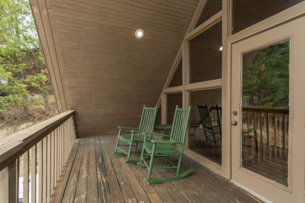 Photo of a Pigeon Forge Cabin named Around The Bend - This is the fourteenth photo in the set.