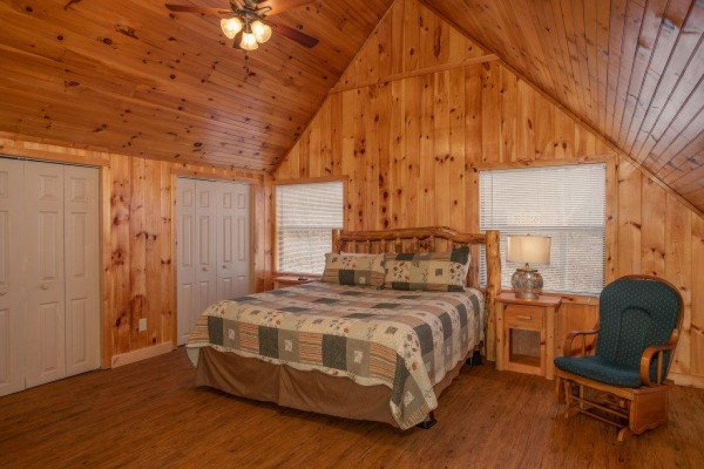 Photo of a Pigeon Forge Cabin named Around The Bend - This is the fifteenth photo in the set.