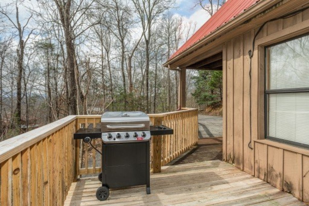 Photo of a Pigeon Forge Cabin named Around The Bend - This is the twenty-first photo in the set.
