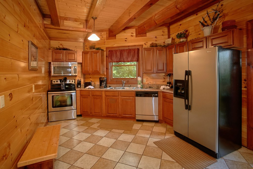 Photo of a Gatlinburg Cabin named Cherokee Pool Lodge - This is the twelfth photo in the set.