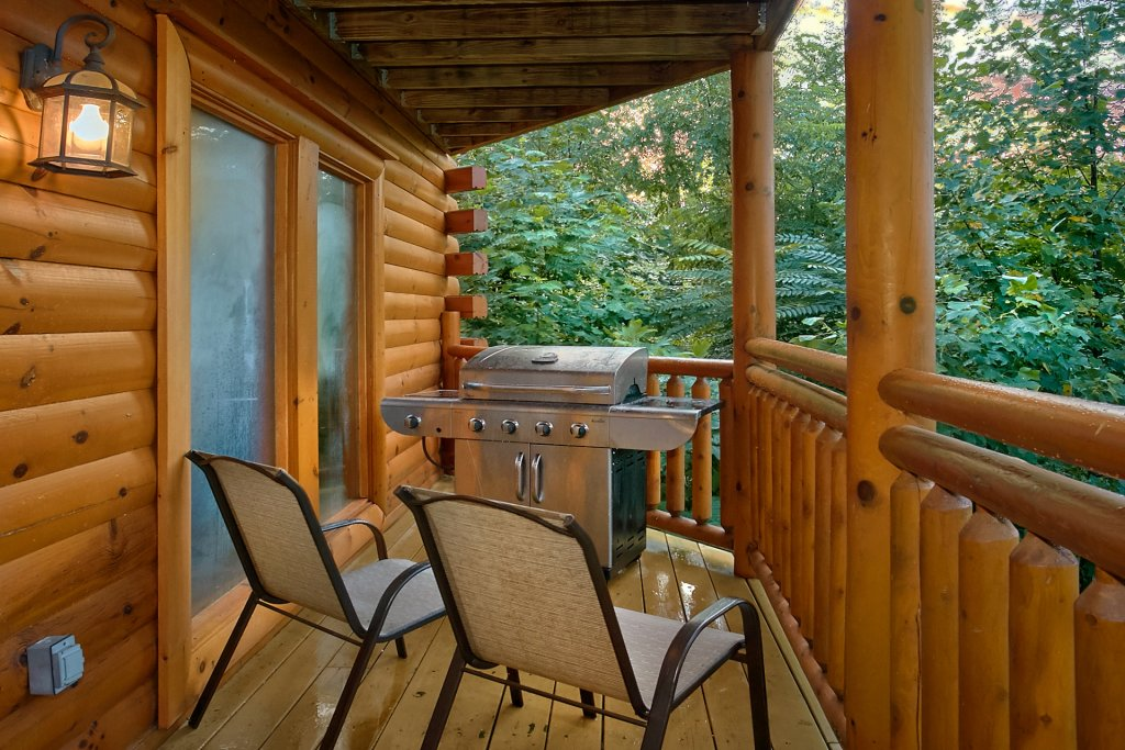 Photo of a Gatlinburg Cabin named Cherokee Pool Lodge - This is the seventh photo in the set.